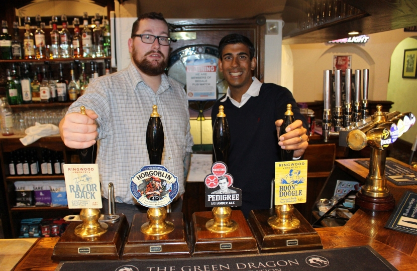 Rishi Sunak with Green Dragon landlord Michael Hunt