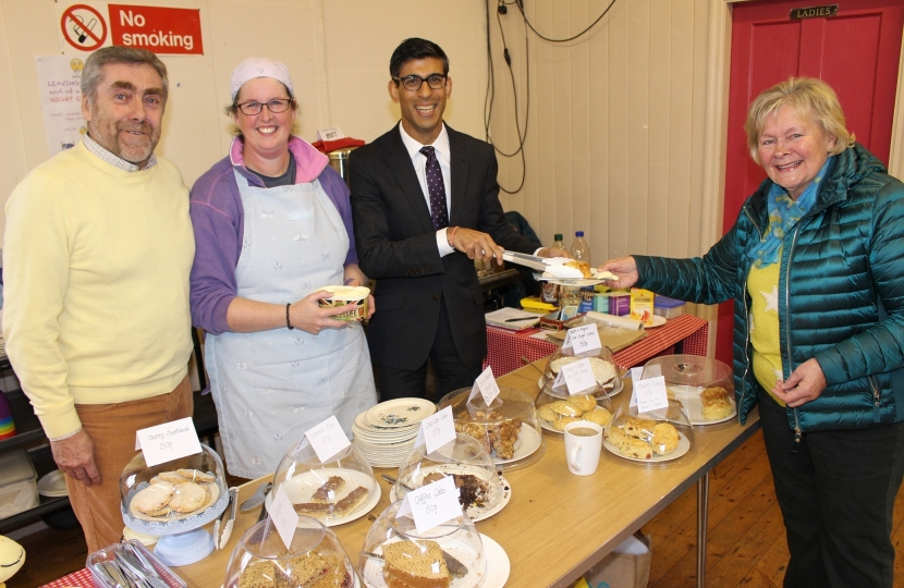 Rishi Sunak at East Cowton pop-up cafe