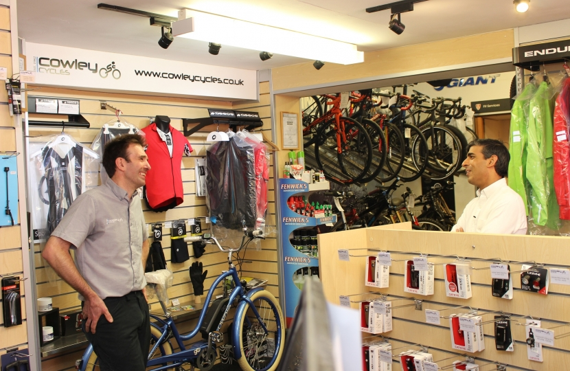Rishi Sunak and Steve Cowley of Cowley Cycles